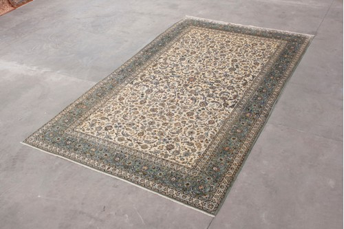 100% Wool Cream Persian Keshan Rug.Design PKE032090 5.00 x 3.00 Handknotted in Iran with a 13mm pile