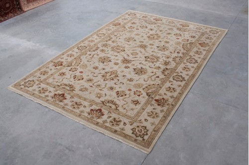 100% Wool Cream Zeigler Indian Rug IZV035075 Handknotted in India with a 12mm pile