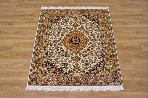 100% Silk Cream Kashmiri Silk Rug KSK006082 .94 x .64 Handknotted in Kashmir with a 5mm pile