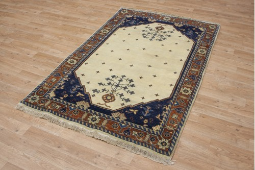100% Wool Cream Indo Kashgai Rug Design Handknotted in India with a 18mm pile