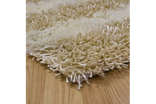 55% Polymide / 45% Viscose Pile Cream Shaggy Design Handtufted in India with a 50mm pile