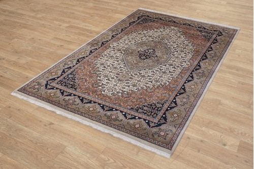 100% Wool Cream Fine Indo Persian Rug Design Handknotted in India with a 20mm pile